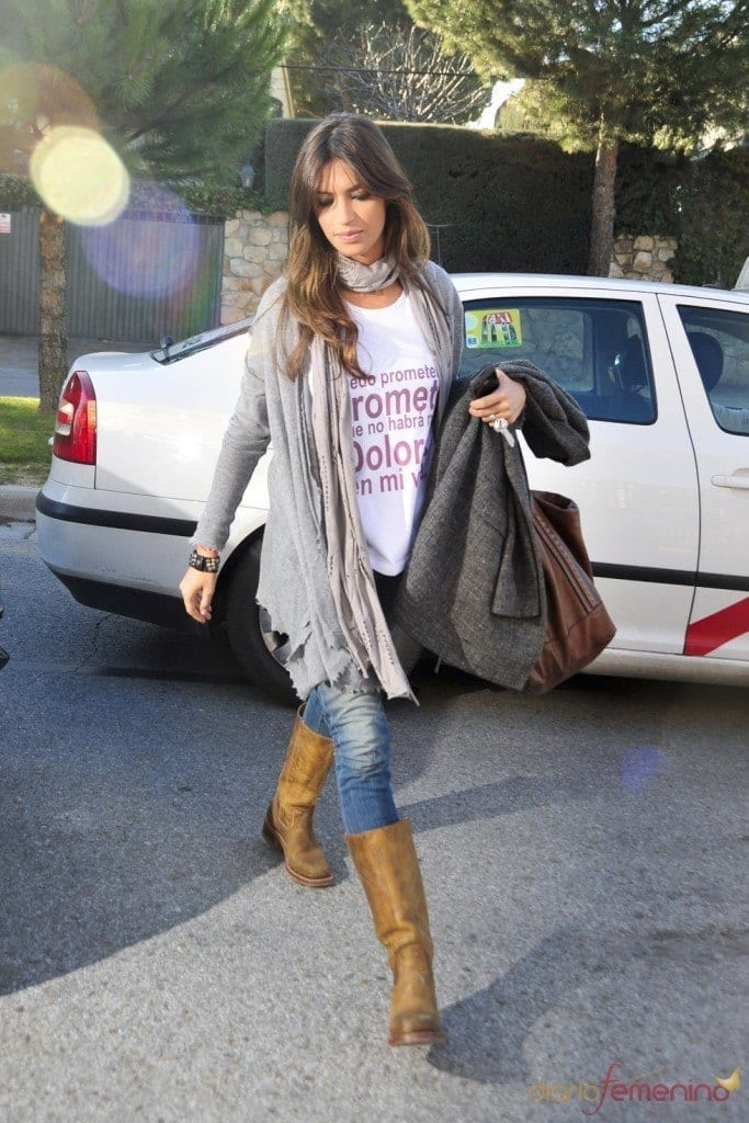 22-Cool-Casuals-with-High-Suede-Boots-683x1024 Sara Carbonero Outfits-25 Best Dressing of Sara Carbonero to Copy