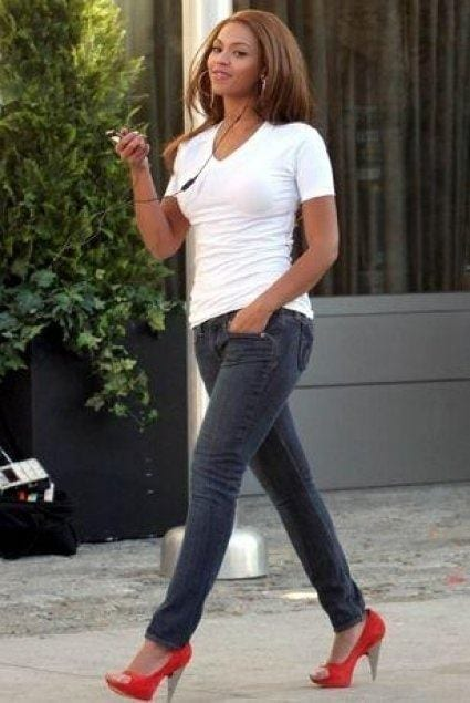 24-A-Sexy-Jeans-Fashion Beyonce Outfits - 25 Best Dressing Styles of Beyoncé to Copy