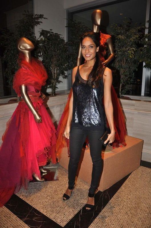 Lisa-Haydon-at-the-Tarun-Tahiliani-Couture-Exposition-2013-in-Mumbai Lisa Haydon Outfits – 25 Best Dressing Styles of Lisa Haydon