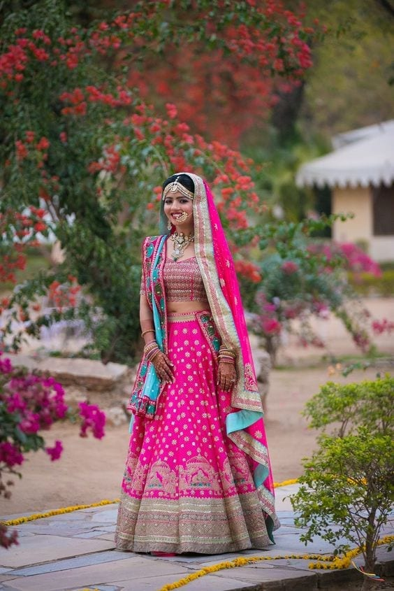how to wear bridal lehenga dupatta (9)