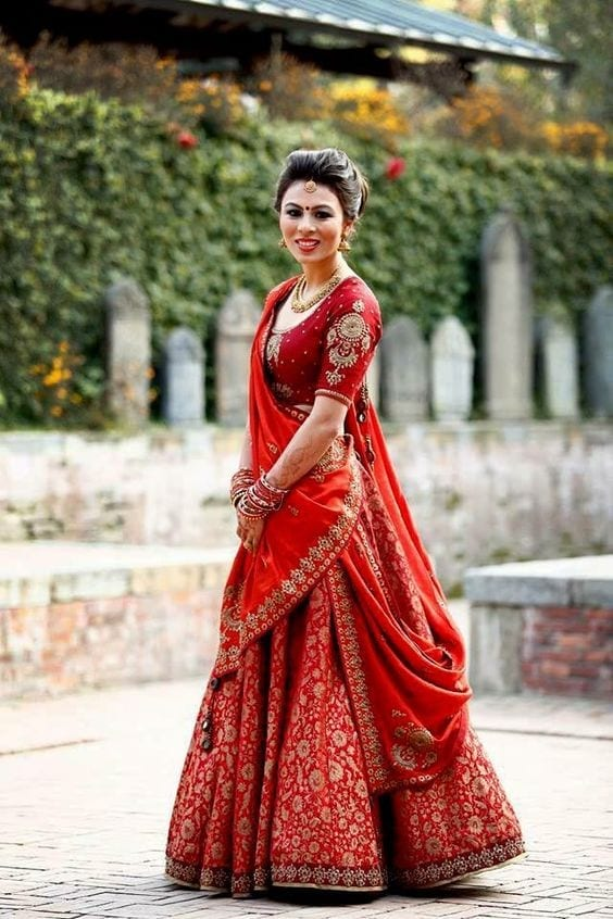 how to wear bridal lehenga dupatta (8)