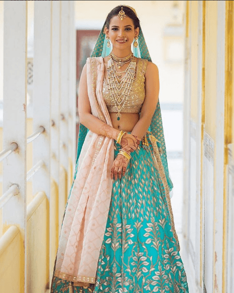 how to wear bridal lehenga dupatta (1)