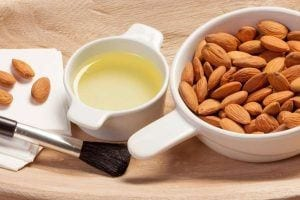 Almond-Oil-Remove-Makeup