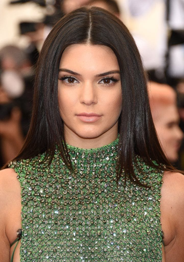 Kendall-Jenner-Holiday-Hairstyles-20161-721x1024 Skinny Girl Hair Looks - 25 Best Hairstyles for Skinny Girls