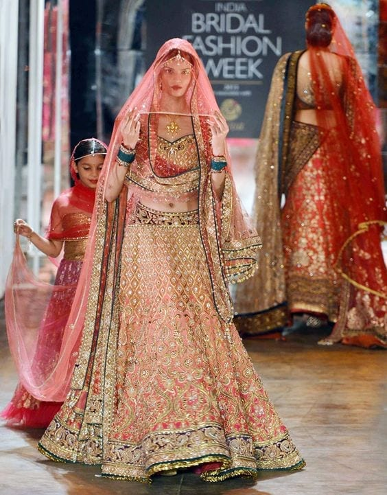 bridal-lehenga-dupatta-1 How to Wear Bridal Lehenga Dupatta in 10 Different Styles