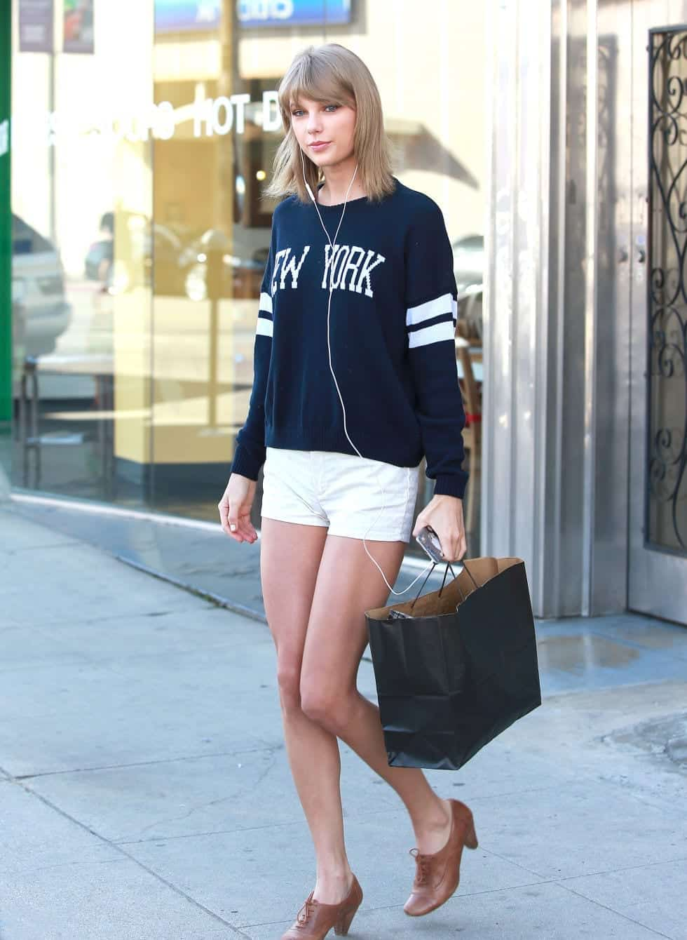 mcx-taylor-swift-la-2 25 Cute Outfits for Skinny Girls-Ideas What to Wear being Skinny