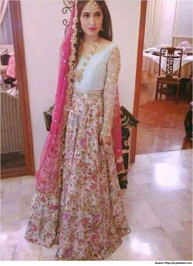 pakistani-mehandi-dresses-Elegance-in-pink Dholki Outfits-20 Ideas What to Wear on Dholki/Sangeet Night