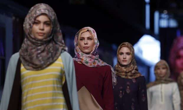 printed-hijans Top 20 Hijab Style Trends for Muslim Women These Days