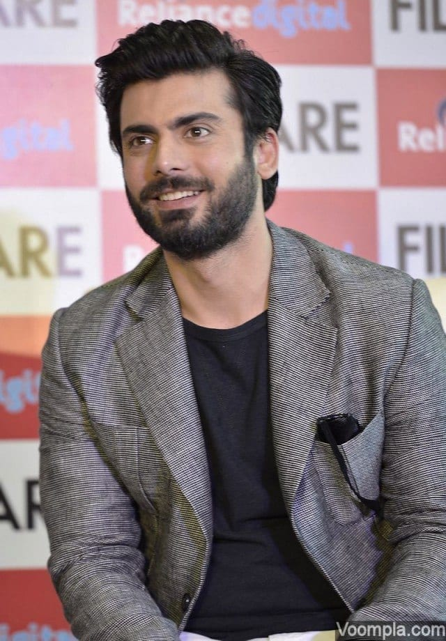 Fawad-Khan-smile-candid-photo-at-Filmfare-cover-launch-640x920 Fawad Khan Hairstyles-18 Top Haircuts of Fawad Khan of all time