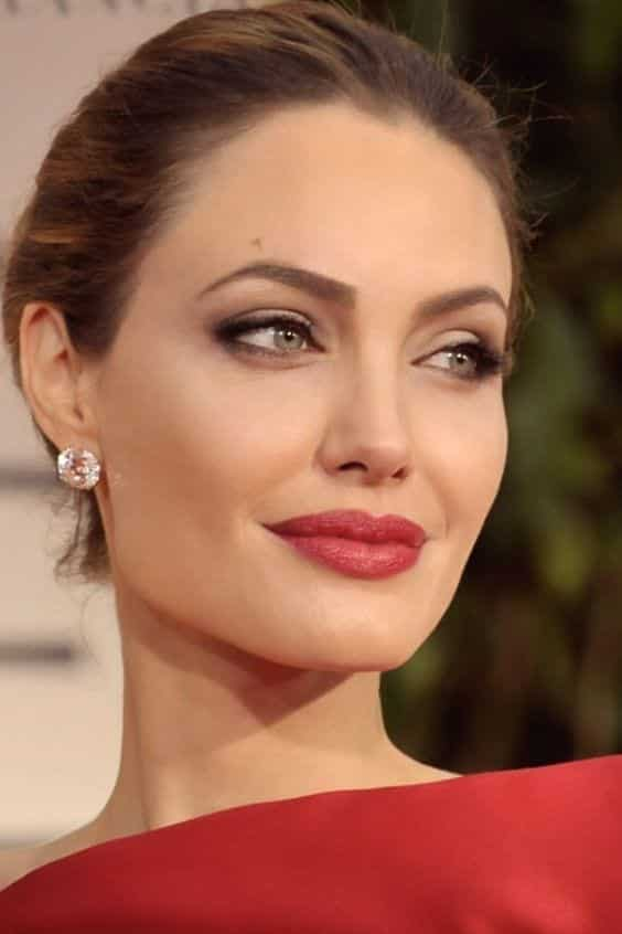 angelina-jolie-summer-makeup 13 Pro Secrets to Sweat-Proofing Your Summer Makeup