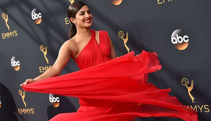 priyanka-awards-emmys The Secret To Priyanka Chopra's Golden Bronze Glow