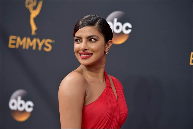 priyanka-emmys-2016 The Secret To Priyanka Chopra's Golden Bronze Glow