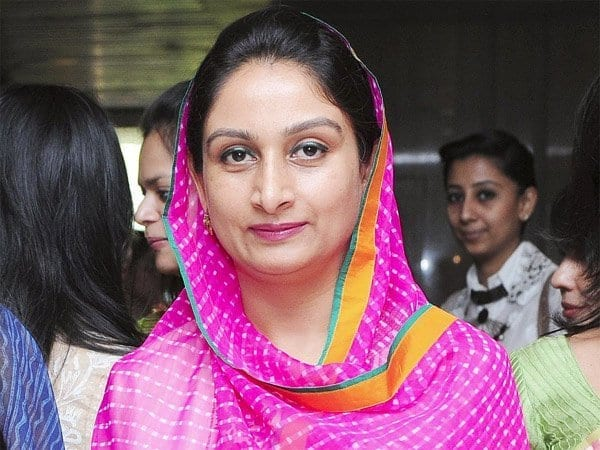 harsimrat-kaur 20 Most Beautiful Indian Politicians of All Time