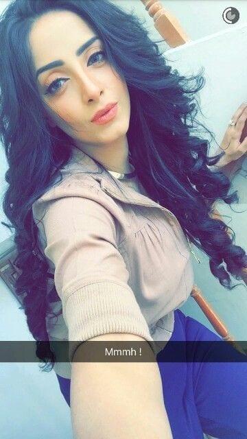 sanam-ch Pakistani Celebrities Snapchat-25 Pakistani Snapchat Accounts to Follow