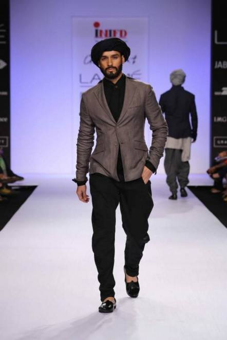 grey-jacket-turban-ujjwal-dubey Engagement Outfits for Indian Men-20 Latest Ideas what to Wear on Engagement