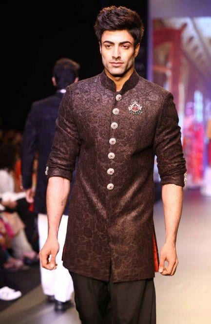 vikram-padnis Engagement Outfits for Indian Men-20 Latest Ideas what to Wear on Engagement