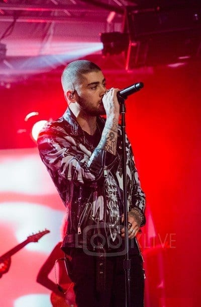Bald-Concert-Look Zayn Malik Outfits-19 Best Outfits Worn by Zayn Malik All Time