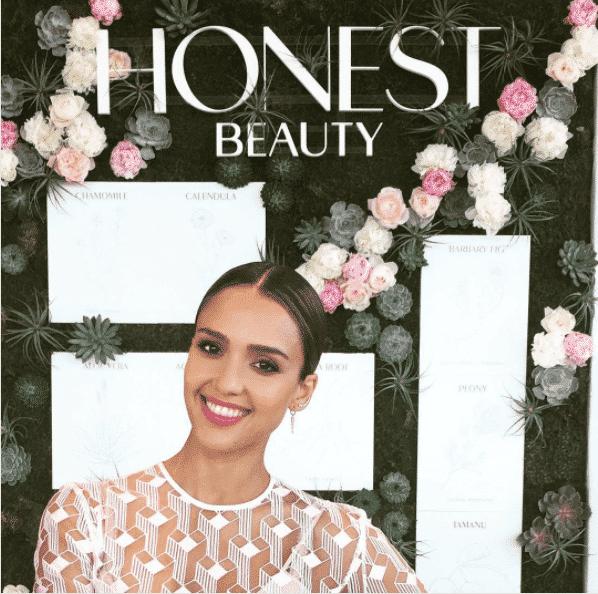 jessica-alba-makeup-honest Healthy Cosmetic Brands-Top 15 Healthy and Organic Makeup Brands
