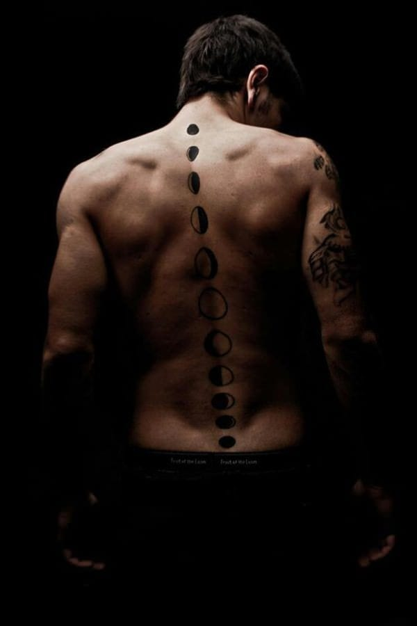 Amazing-Spine-Tattoo Skinny Guys with Tattoos-18 Best Tattoo Designs for Slim Guys