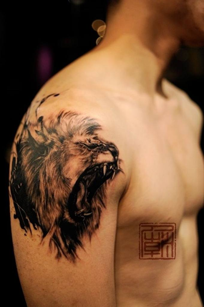 Lion-Shoulder-Tattoo Skinny Guys with Tattoos-18 Best Tattoo Designs for Slim Guys