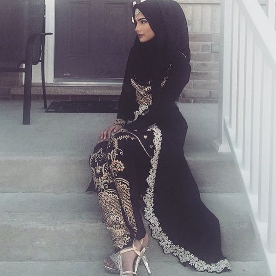 1-Hijab-with-black-outfit 30 Ways to Wear Hijab with Indian Ethnic Wear
