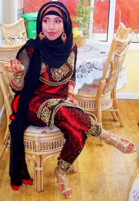 12-Hijab-with-striking-suit 30 Ways to Wear Hijab with Indian Ethnic Wear