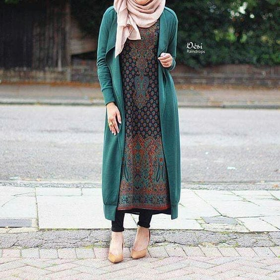 22-Hijab-with-casual-long-shirt 30 Ways to Wear Hijab with Indian Ethnic Wear