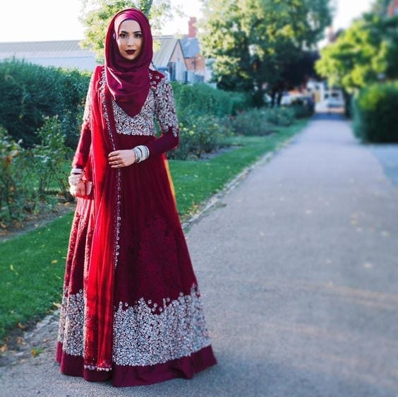 30-Maroon-Hijab-with-Maroon-Anarkali 30 Ways to Wear Hijab with Indian Ethnic Wear
