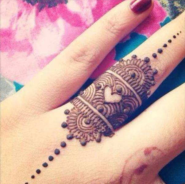 4238c0ee72e1ff10c6e910131c4fae13 Heart Shaped Mehndi Designs- 20 Simple Henna Heart Designs