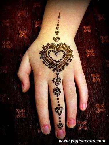 4a183046405bcfffc70662eb9af48b74 Heart Shaped Mehndi Designs- 20 Simple Henna Heart Designs