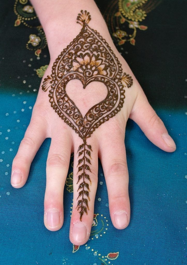 Mehndi Heart Shape : Heart shaped mehndi designs simple henna