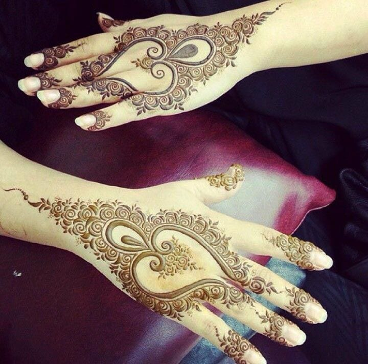 Hearts-And-Roses-henna-design Heart Shaped Mehndi Designs- 20 Simple Henna Heart Designs