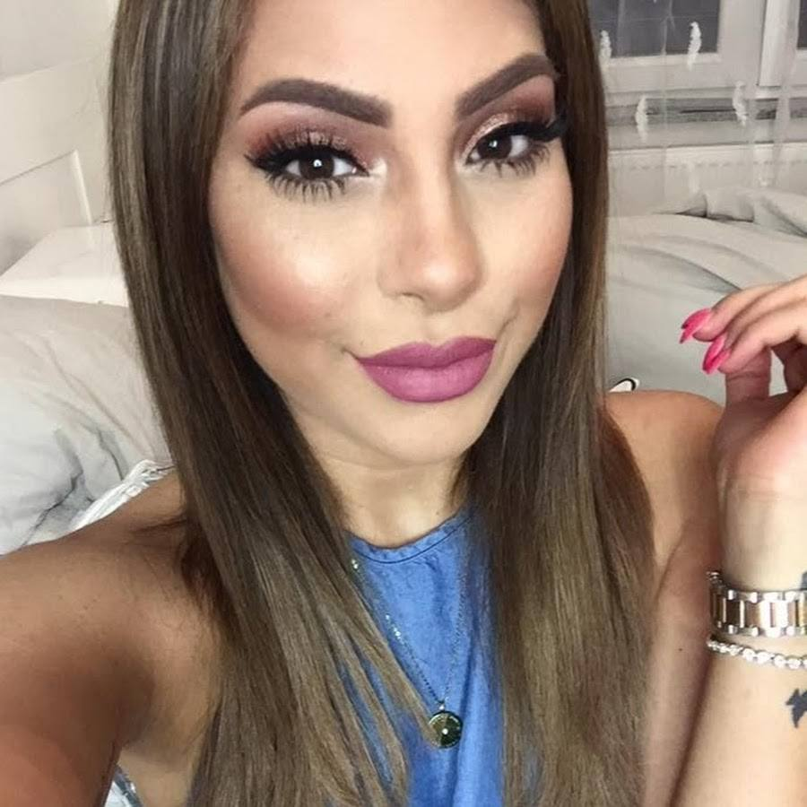 Top-10-middle-east-beauty-bloggers-to-follow-8 Top 10 Middle Eastern Beauty Bloggers to Follow in 2017