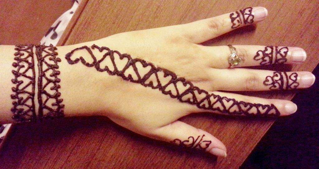 Beautiful Henna Mehndi Jewellery : Heart shaped mehndi designs simple henna