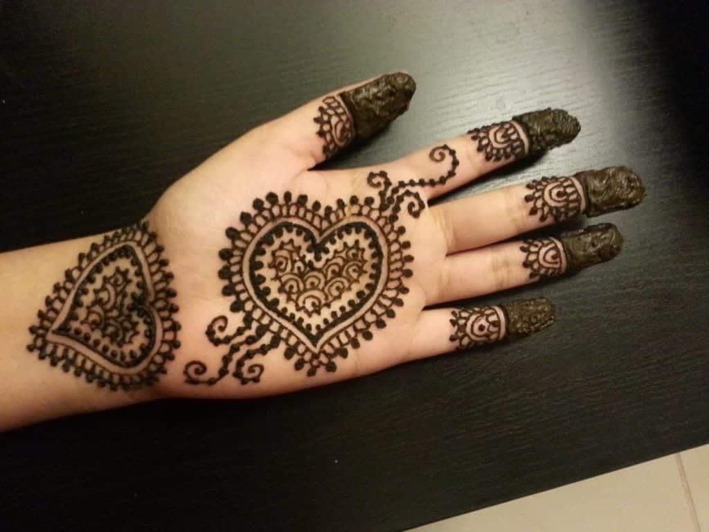 maxresdefault-3-1024x768 Heart Shaped Mehndi Designs- 20 Simple Henna Heart Designs