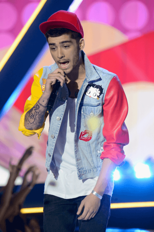 Zayn-Maliks-Classic-Spring-Style- 30 Funky Outfits for Guys Trending These Days