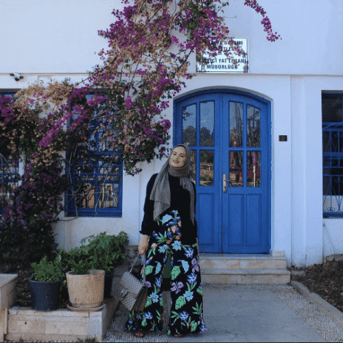 hijab-with-floral-bottoms-500x500 Hijab with Floral Outfits-20 Ways to Wear Hijab with Florals