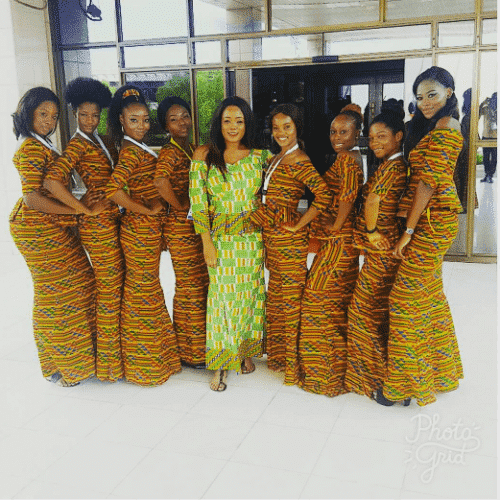 kaba-and-slit-outfit-for-bridesmaids-500x500 Ghanaian Women Kaba and Slit- 20 Beautiful Kaba Outfit Ideas