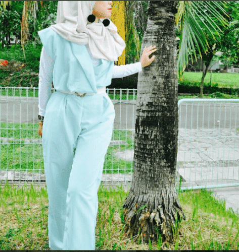 modest-jumpsuit-outfit-with-hijab-473x500 Hijab with Jumpsuits - 16 Ways to Wear Jumpsuit with Hijab