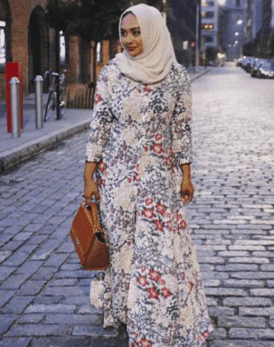 nude-colour-hijab-with-floral-abaya-395x500 Hijab with Floral Outfits-20 Ways to Wear Hijab with Florals