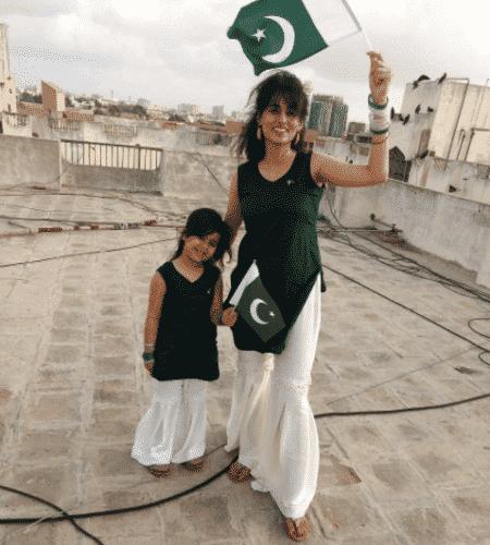 pakistani-gharara-pants-450x500 Gharara Pant Outfits-20 Beautiful Outfits with Gharara Pants