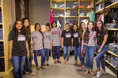 levis-jeans-for-pakistani-women--500x333 Top 10 Jeans Brands for Girls in Pakistan with Price