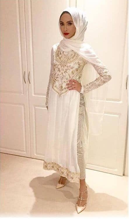 hijab-with-shalwar-kameez-9 15 Modest Ways for Women To Wear Shalwar Kameez Fashionably