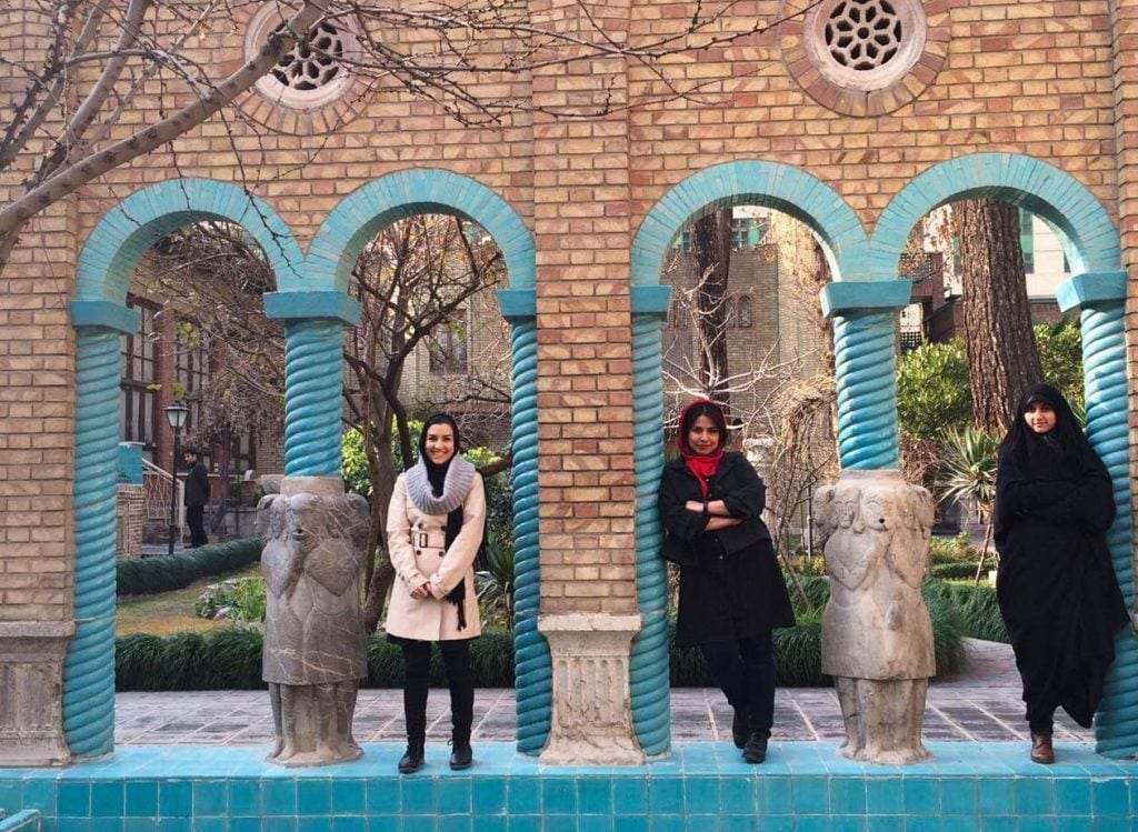 19-1024x749 20 Best Iranian Hijab Style-Step by Step Irani Hijab Tutorial