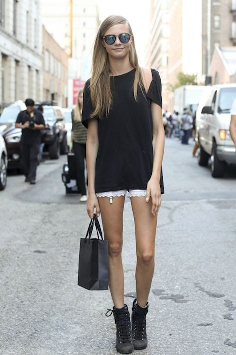 a12142e122bbf0934f1f1d100a9f609e 25 Most Stylish Cara Delevingne Summer Outfits This Year