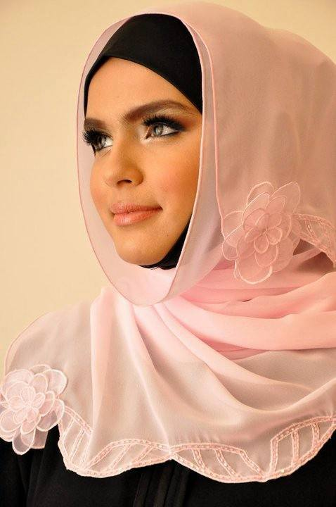 Arabian-Hijab-Fashion-2012-006-www.Fashionhuntworld.Blogspot.com_ 17 Cute Hijab Styles for Round Face With Simple Tutorials