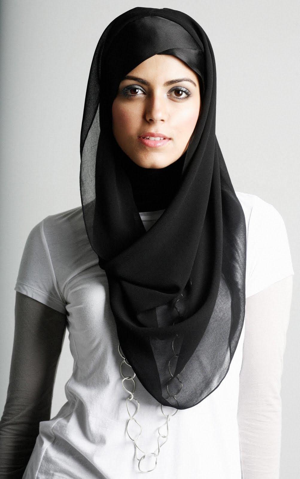 new-hijab-styles-2011-550 15 Latest Hijab Styles to Follow These Days