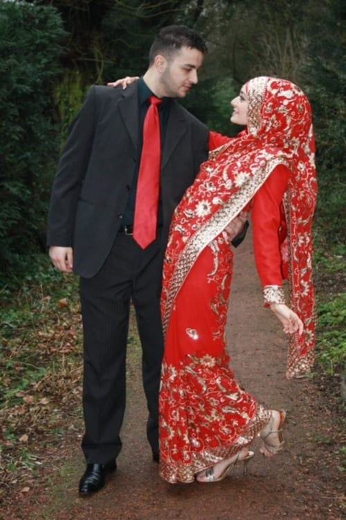 Hijabi-Wedding-photos 15 Modest and Chic Saree Styles for Muslim Women
