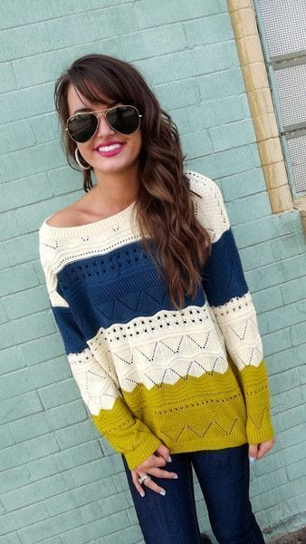 Stylish-Ways-to-Wear-an-over-sized-Sweater 18 Cute Outfits to Wear With Knitwear for Girls this Winter