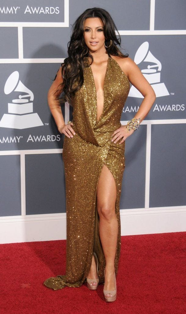 kim-kardashians-iconic-looks-1-609x1024 30 Most Stylish Kim Kardashian Outfits - Style Transformation